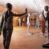 obrázek k V rozsáhlém zámeckém sklepení se nachází stálá expozice soch akademického sochaře Olbrama Zoubka