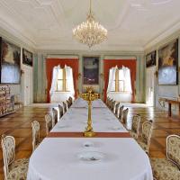 obrázek k Velká jídelna je vyzdobena obrazy koní z polabských trautmannsdorfských hřebčínů