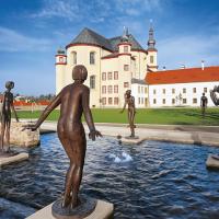 obrázek k Klášterní zahrady s fontánou a plastikami akademického sochaře Olbrama Zoubka