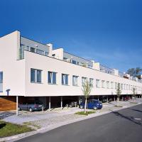 obrázek k Obytný dům A5 na sídlišti u nemocnice, podle návrhu Josefa Pleskota, oceněn 2. místem v soutěži Nový domov 2005
