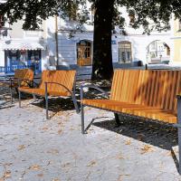obrázek k Smetanovo náměstí - lavičky u pomníku Bedřicha Smetany vybízejí k odpočinku
