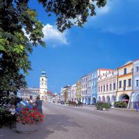 obrázek k Smetanovo náměstí s radniční věží, podloubím se v Litomyšli říká podsíně