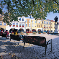 obrázek k Smetanovo náměstí - dolní část, pohled přes pomník Bedřicha Smetany