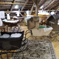 obrázek k Renáta Glänznerová - starožitné kočárky